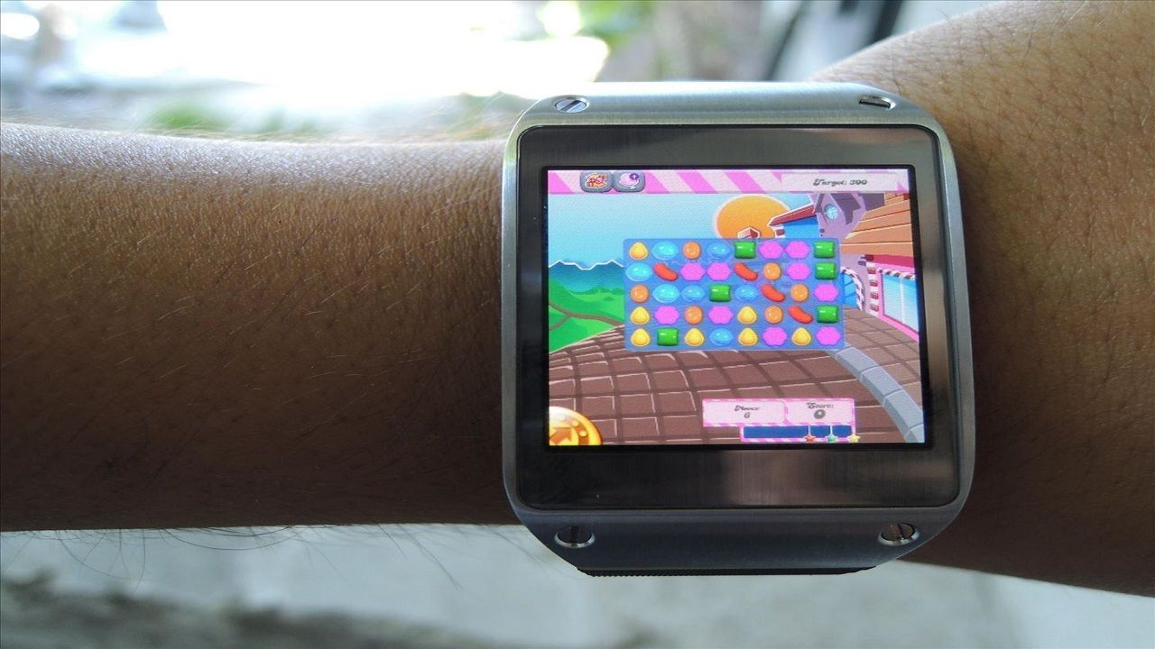 smartwatch with games camera and phone