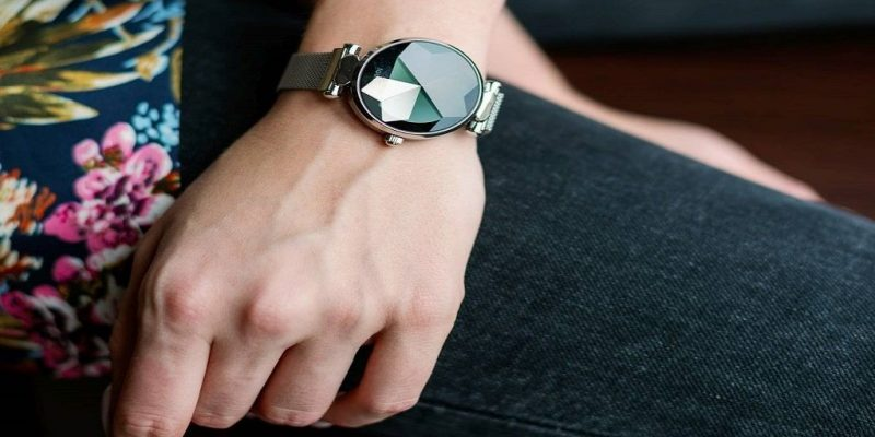Best Smartwatches For Women in 2021 – Stylish & Fashionable